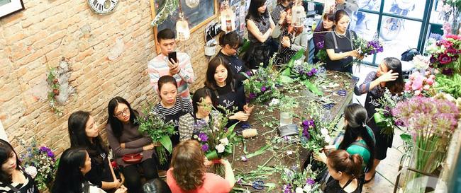 """Chỉ với tiệm hoa 25m2, """"cô hàng hoa"""" tiết lộ doanh thu khủng dịp 8/3 nhờ bán hoa """"sang chảnh"""""""