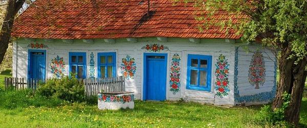 Ngôi làng đẹp lạ lùng mỗi tường nhà đều là một bức họa đầy màu sắc