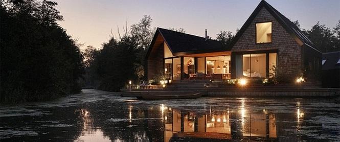 Cuối tuần được thư giãn trong ngôi nhà bên hồ như thế này thì chẳng còn gì thích hơn