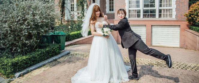 """Chuyện đời thực nhiều """"trái khoáy"""" của cặp đôi có bộ ảnh cưới chú rể xinh hơn cô dâu"""