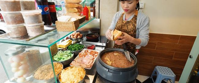 """7 quán bánh mì bình dân mà """"ngon tê lưỡi"""" của Hà Nội"""