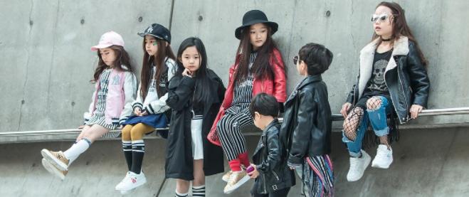 Cứ mỗi mùa Seoul Fashion Week đến, dân tình lại chỉ ngóng xem street style vừa cool vừa yêu của những fashionista nhí này