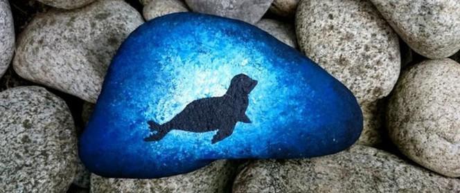 Trang trí nhà cực chất mà lại vô cùng tiết kiệm để đón Tết với những viên đá sỏi rực rỡ sắc màu