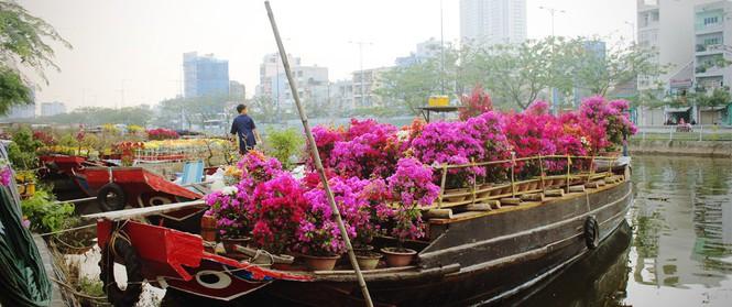Cận Tết, ghé bến Bình Đông coi chợ nổi, tìm lại Sài Gòn xưa trong cảnh giao thương trên bến dưới thuyền