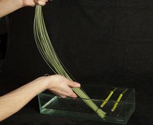 Cách cắm bình hoa đơn sắc giản dị mà tinh tế 3