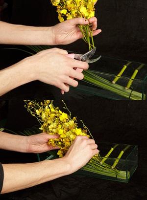Cách cắm bình hoa đơn sắc giản dị mà tinh tế 4