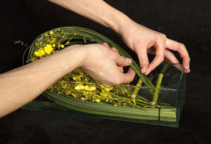 Cách cắm bình hoa đơn sắc giản dị mà tinh tế 5