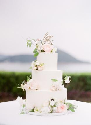 Bánh cưới nhẹ nhàng tinh tế