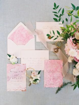 Thiệp cưới với tone hồng lãng mạn