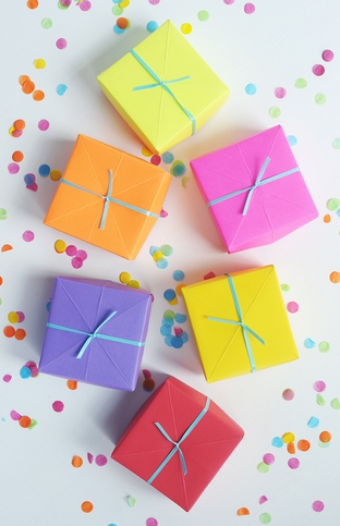 Gấp hộp quà đơn giản đầy màu sắc