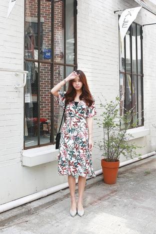 Cho ngày mới thêm rực rỡ với váy hoa