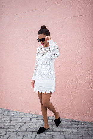 Nữ tính với váy ren trắng