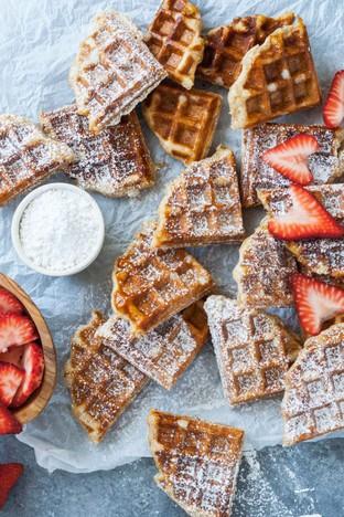 Waffle dâu tây cho bữa sáng đơn giản