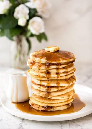 Bữa sáng đơn giản với pancake chuối