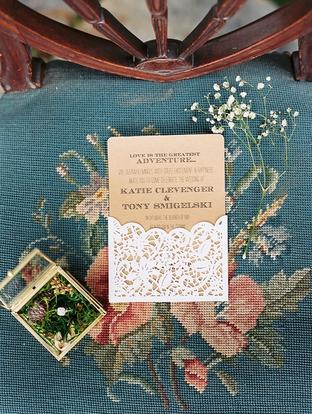 Thiết kế thiệp cưới lãng mạn