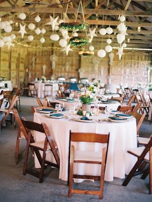 Trang trí tiệc cưới trong nhà đẹp và sang trọng