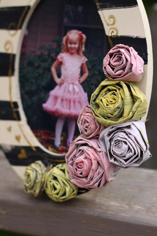 Khéo tay làm hoa hồng từ giấy báo cũ