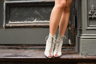 Giày buộc dây cho cô nàng nữ tính