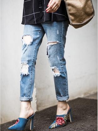 Quần jeans rách cho cô nàng bụi bặm