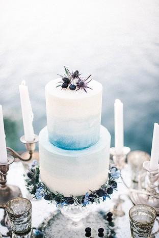 Bánh cưới với thiết kế màu ombre