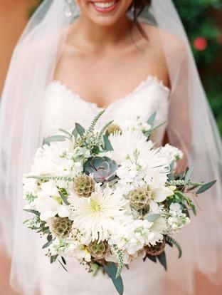 Hoa cưới nhẹ nhàng