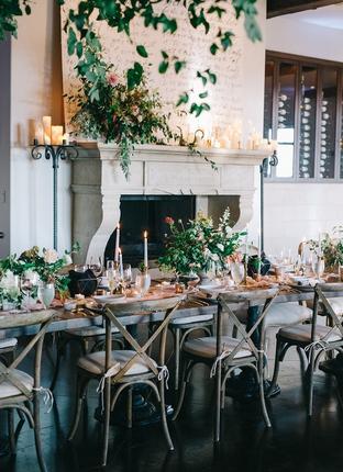 Trang trí tiệc cưới với cây xanh
