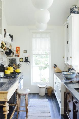 Bài trí phòng bếp cho nhà có không gian hẹp