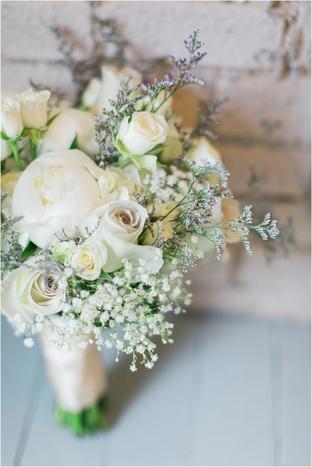 Hoa cưới cầm tay lãng mạn