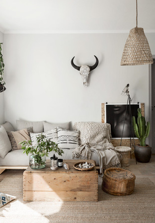 Phòng khách decor đơn giản nhưng sáng sủa tinh tế