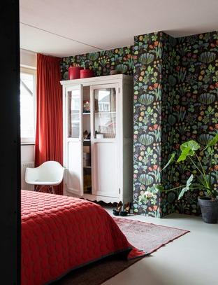 Giấy dán tường mang hương sắc mùa hè cho phòng ngủ