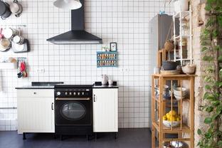 Gian bếp với cách bài trí đơn giản gọn gàng
