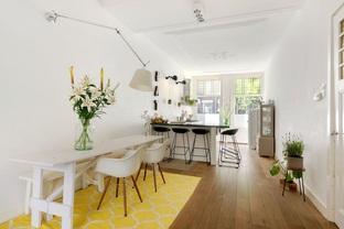 Phòng ăn với lối thiết kế đơn giản tiết kiệm diện tích