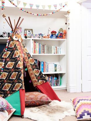 Trang trí lều vải teepee nhỏ xinh trong phòng ngủ