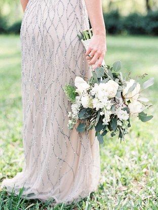 Hoa trắng tinh tế cho cô dâu cầm tay