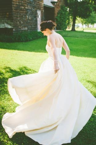 Váy cưới bồng bềnh cho cô dâu