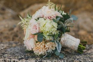 Hoa cưới lãng mạn cho ngày vui