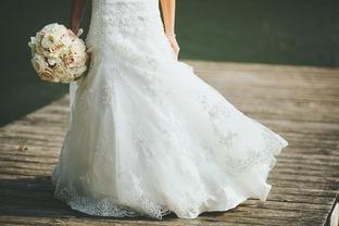 Váy cưới trắng tinh tế cho nàng dâu