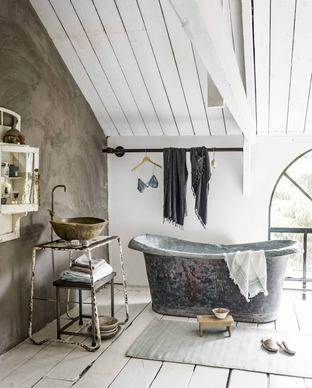 Phòng tắm được xây theo phong cách vintage