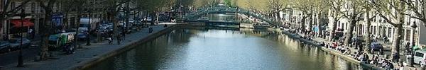 Con kênh trong xanh hiền hòa ẩn chứa những thứ khiến người ta giật mình