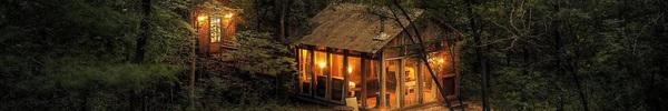 Những ngôi nhà nhỏ tuyệt đẹp được bao quanh bởi núi rừng hùng vĩ