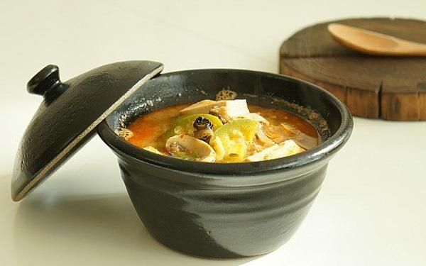 Xuýt xoa ngày lạnh với món canh ốc đậu phụ nấu cay