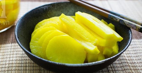 Học người Hàn cách làm củ cải muối vàng giải ngán ngày Tết vừa lạ vừa ngon