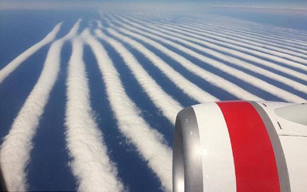 Hình ảnh chưa từng thấy: Mây xếp hàng thẳng tắp trên bầu trời