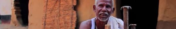 Dân làng chê bai người đàn ông cầm cuốc xẻ núi suốt 22 năm nhưng phải phục sát đất khi biết kết quả