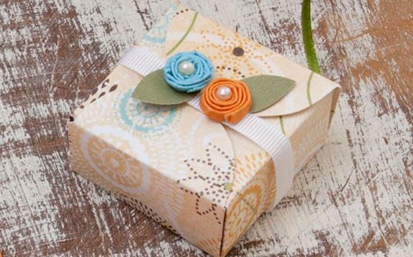 Nhanh tay cắt giấy làm hộp quà nhỏ xinh thật yêu dịp Valentine