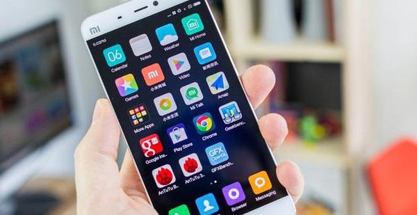 Tại sao smartphone có nhiều phiên bản nhưng thiết kế vẫn luôn là hình chữ nhật?