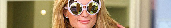 Paris Hilton quên cài váy vẫn mải mê tạo dáng