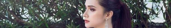 """Hoa hậu Hương Giang táo bạo với đầm xẻ cao tận hông, thách thức """"siêu vòng 3"""" Angela Phương Trinh"""