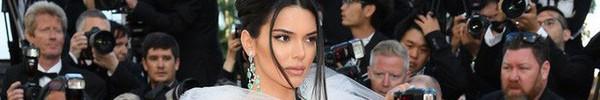 """Hai lần xuất hiện tại Cannes 2018, Kendall Jenner đều """"mặc mà như không"""" nhưng khuôn mặt đơ cứng của cô mới khiến công chúng chú ý nhất"""