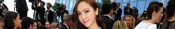 """Nữ hoàng sang chảnh Jessica """"tím thắm đượm"""" cả thảm đỏ Cannes, gây náo loạn nhưng sao trông mặt sợ thế này?"""